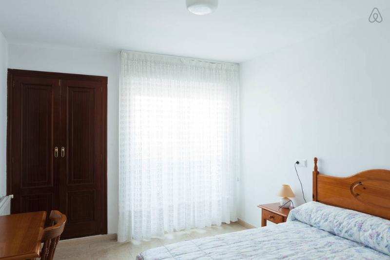 Dúplex para 6 personas de 3 habitaciones y 2 baños. Isla de Arosa, muy acogedor, holiday rental in Illa de Arousa