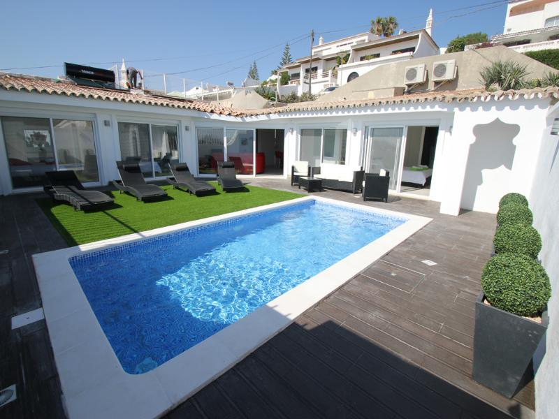 Modern 3 bedroom villa with private pool, air con, wifi, near beach and town, alquiler de vacaciones en Faro District