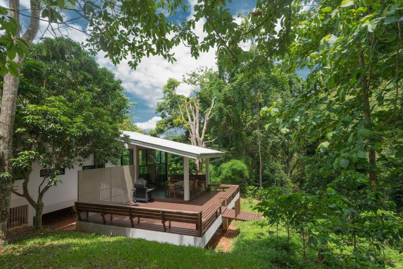 Located in a tropical rainforest yet only a 45 min drive from downtown Chiangmai!