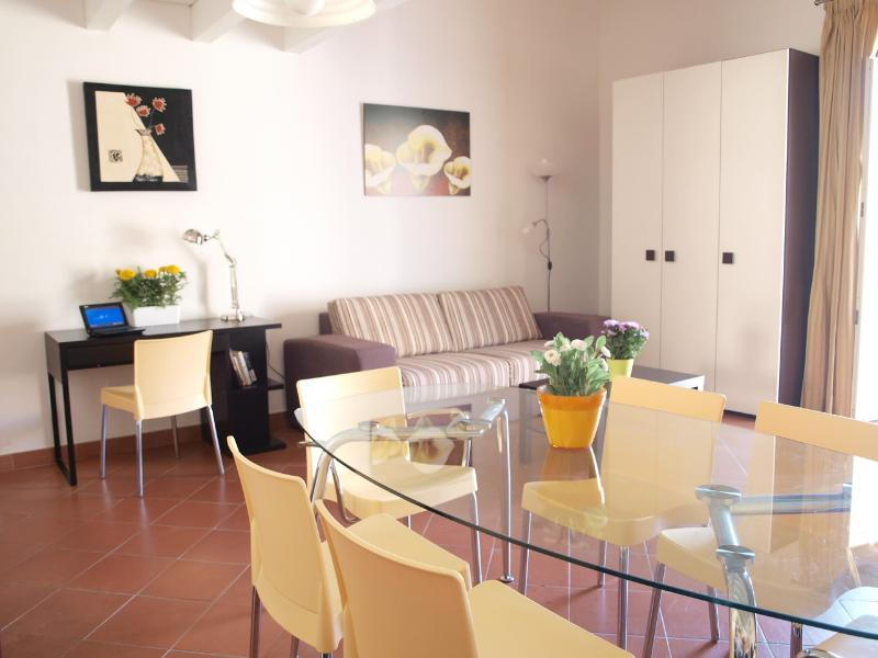 the spacious and brightly living room with a large table