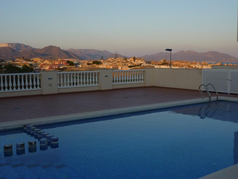 Stunning 3 Bed House. Sea views, Nr Beach, Pool, Air Con, Free WiFi, Netflix..., holiday rental in Puerto de Mazarron