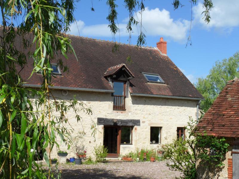 Les Houlins, 2 Chemin de la Taillanderie, 03320 Pouzy-Mésangy, France, vacation rental in Allier