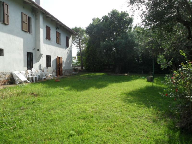 Villa Traù in campagna con piscina a 5 minuti dal mare, holiday rental in Province of Ancona