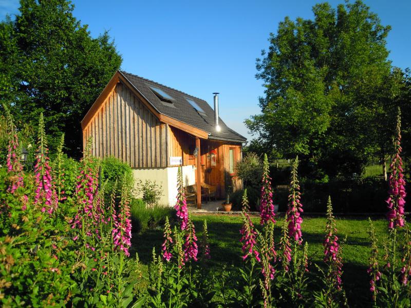 casa de campo ao sol de verão