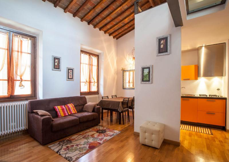 Charming apartment with balcony near Santa Croce in Florence – semesterbostad i Florens