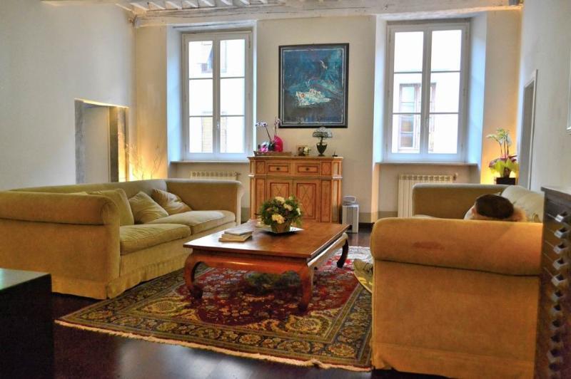 casa bargagianni elegant living room