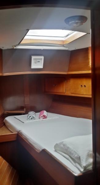 Déjate acunar cada noche en nuestros confortables camarotes.