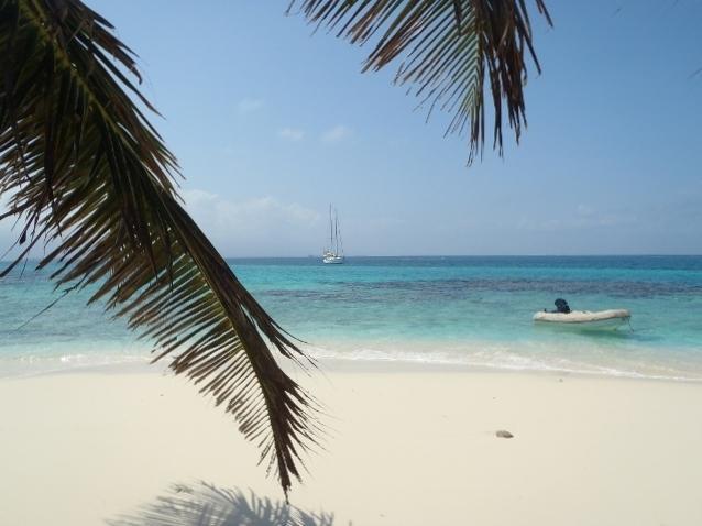 Despertarás cada día en un lugar como este, con islitas y playas deshabitadas, solo para ti!