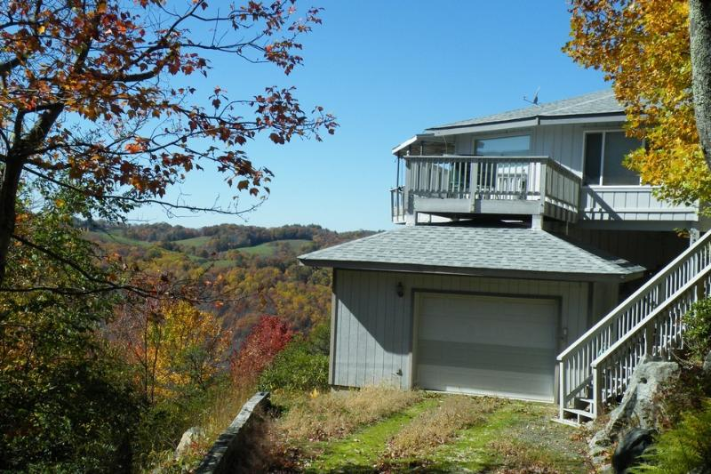 Marvelous Panoramic Mountain Views All Year|Private|BMClub Member|Slopes, Resort, holiday rental in Beech Mountain