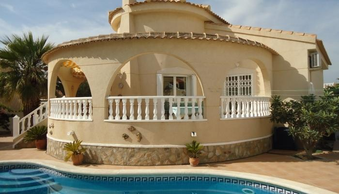 Traditional style villa with it's own pool ...