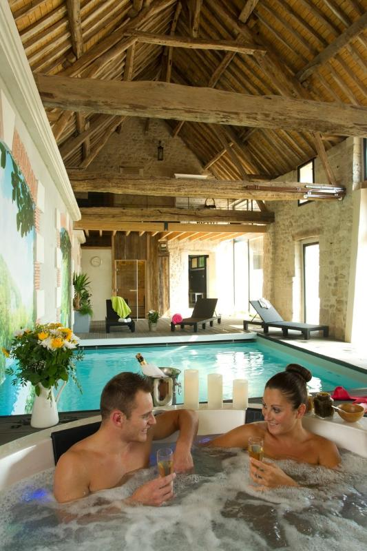 Roulotte avec piscine intérieure, spa, hammam, sauna et soins du corps à Soissons dans l'Aisne 02