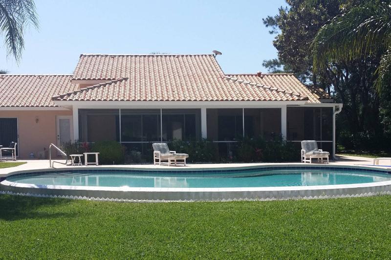 Villa swimmingpool on lake, golf  near orlando, holiday rental in Webster