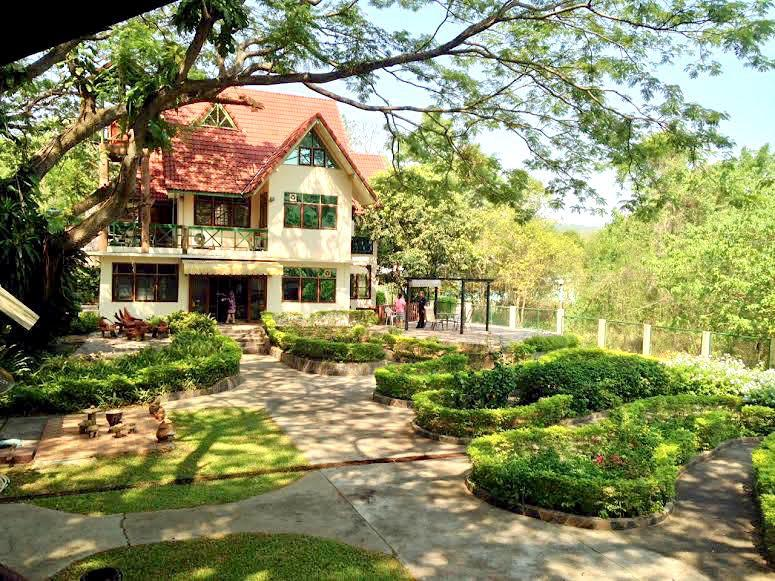 Tranquil mountain retreat with private garden, casa vacanza a Pak Chong