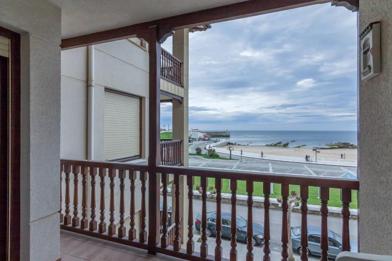 Torremar 2º Primera línea de Playa Comillas, location de vacances à Udias