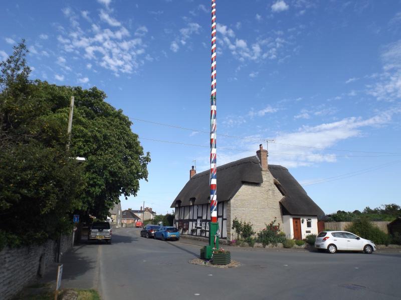 The Maypole, Offenham