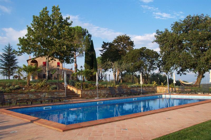 Podere Fontegallo - Il Cipresso (4+2), location de vacances à Castiglione del Lago