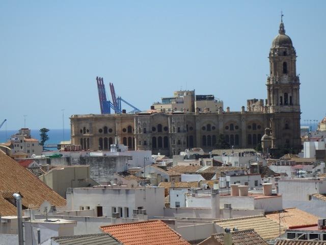 La catedral y el puerto desde la terraza.