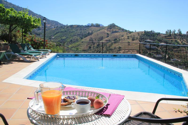 Jazmín Azul country villa with plenty of outdoor areas, private pool and BBQ, holiday rental in Competa