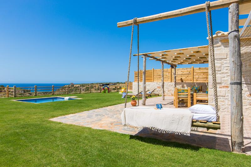 Great outdoor area for you to enjoy!