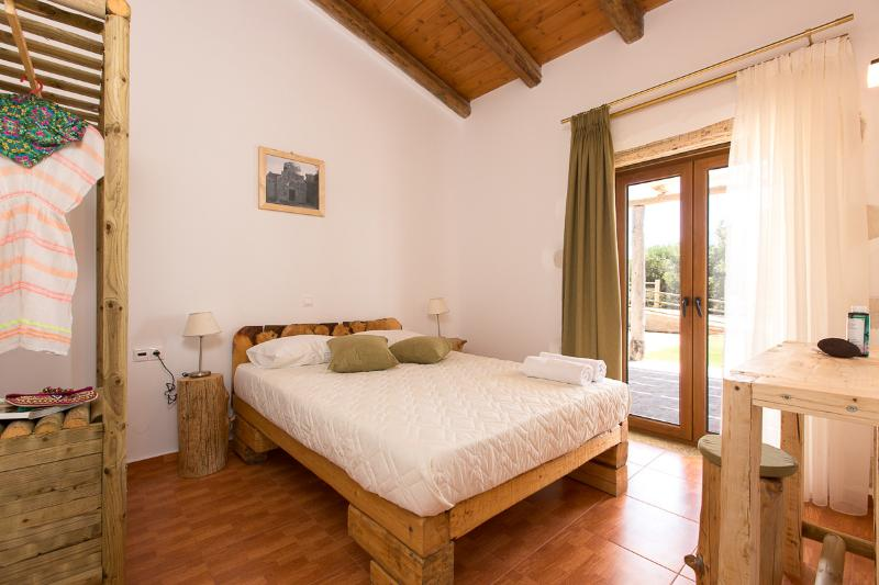 The double bedroom  has direct access to the terrace!