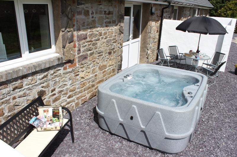 Relax in the hot tub or enjoy alfresco dining whilst enjoying the stunning views
