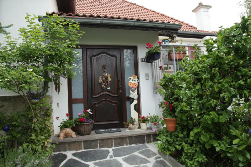 homely 1 bedroom close to nature and city, holiday rental in Esch-sur-Alzette