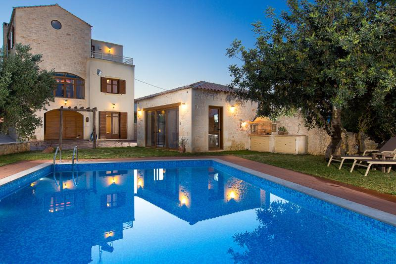 Villa Saridakis, great private pool, children's pool and terrace!