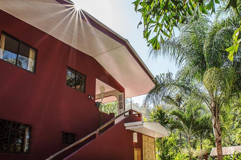 Villa Cacao hotel - 2 bedroom apartment with pool - A/C - wifi - Housekeeping, holiday rental in Mal Pais