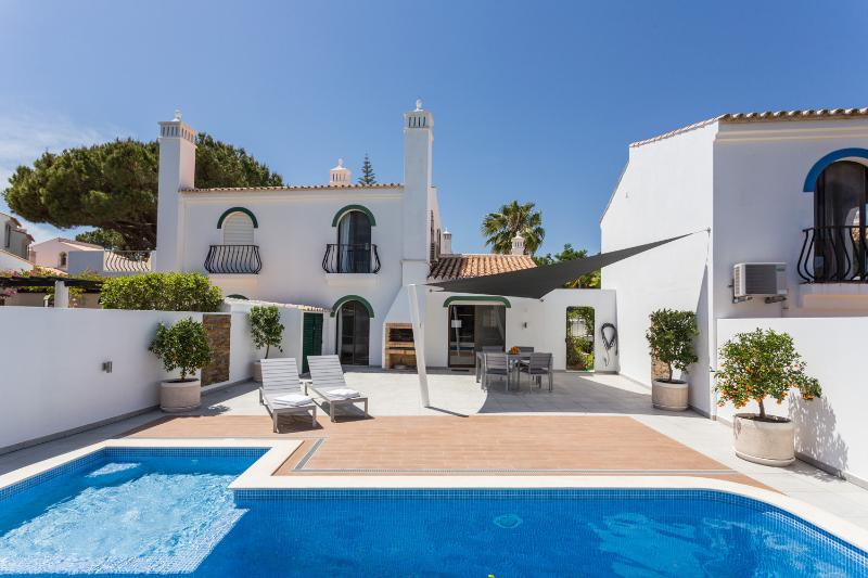 Dunas Douradas Villa: heated pool with kids section, walk to beach, nature views, alquiler vacacional en Vale do Lobo
