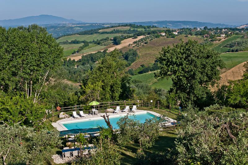 Villa with large salt pool 30 miles from Rome, location de vacances à Magliano Sabina