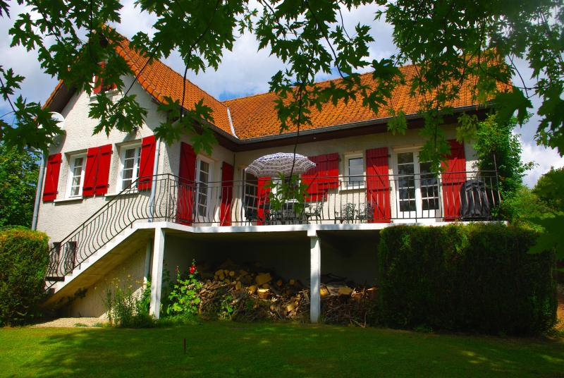 WONDERFUL FAMILY GITE IN HESDIN, holiday rental in Vieil-Hesdin