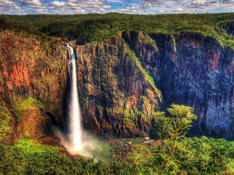 Wallaman Falls is a spectacular attraction. It is the single tallest (268m) waterfall in Australia