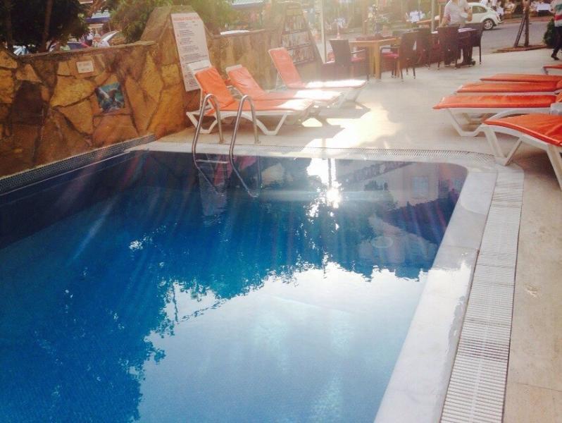Der Pool vom Nachbarhotel kann benutzt werden