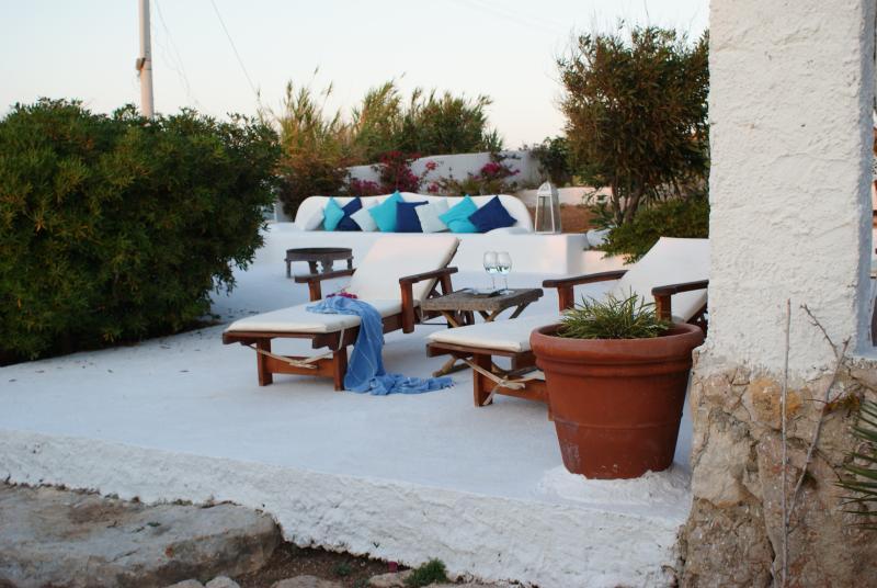 Casa Cappero vero relax meno di 50 metri dal mare, holiday rental in Grecale