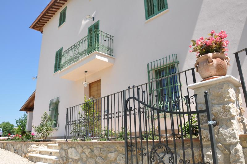 Fattoria Didattica-B&B-ResNovaIlColle-Grecale apt., location de vacances à Macerino