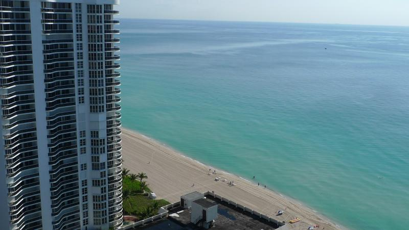 2 BED LA PERLA OCEAN VIEW LUXURIOUS, holiday rental in Sunny Isles Beach