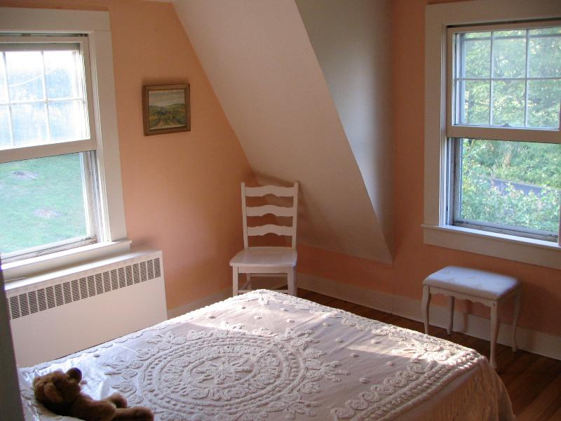 The guest bedroom is oh-so tranquil...