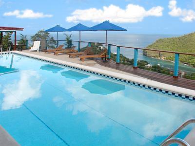 Een majestueuze uitzicht vanaf onze 50 foot zwembad.