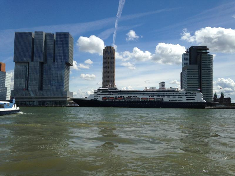 Building The Rotterdam, tower Montevideo, cruiseship Rotterdam,