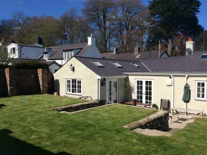 Pippin Cottage, Beaumaris, Isle of Anglesey, vacation rental in Llanfairfechan