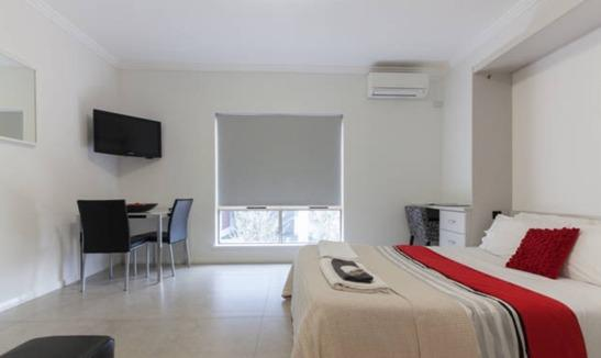Studio Apartment walk to Perth city 200 meters