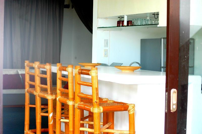 bar/kitchen