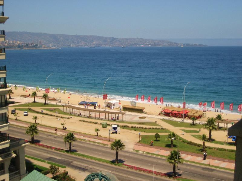 Spacious beachfront apartment - Best location, alquiler vacacional en Viña del Mar