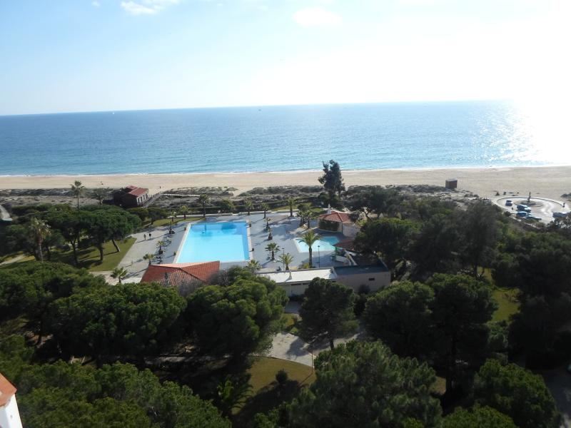 1 bedroom apartment with sea views in Alvor, location de vacances à Alvor