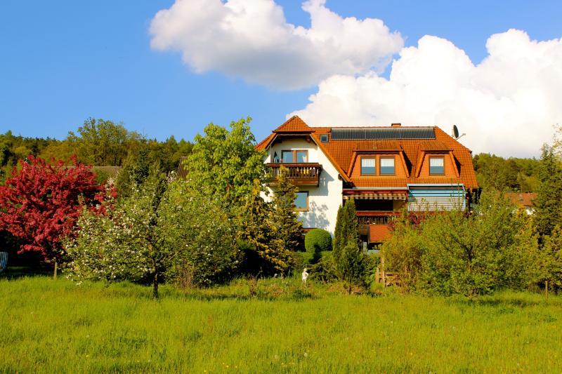 Komfortwohnung  - ca. 75qm - 2 Schlafzimmer mit Süd/Westbalkon, holiday rental in Friesenhausen