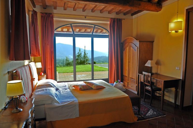 Villa Castle, holiday rental in La Strada-Santa Cristina