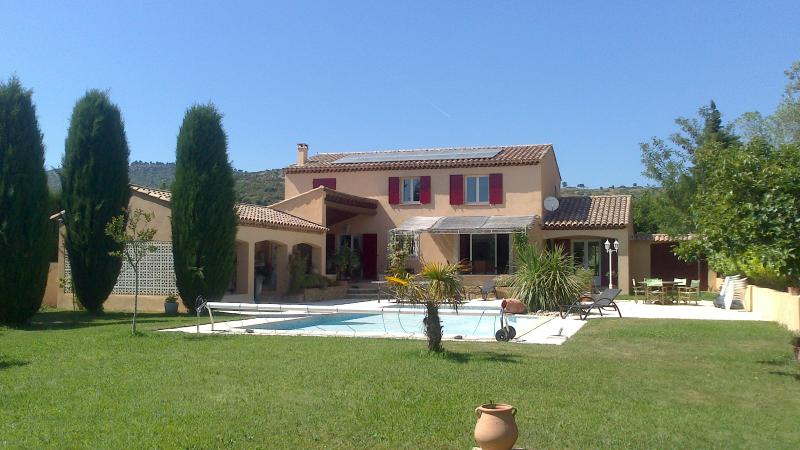 The villa at the foot of the hills, without any opposite in the middle of 4000M2 of sported ground.