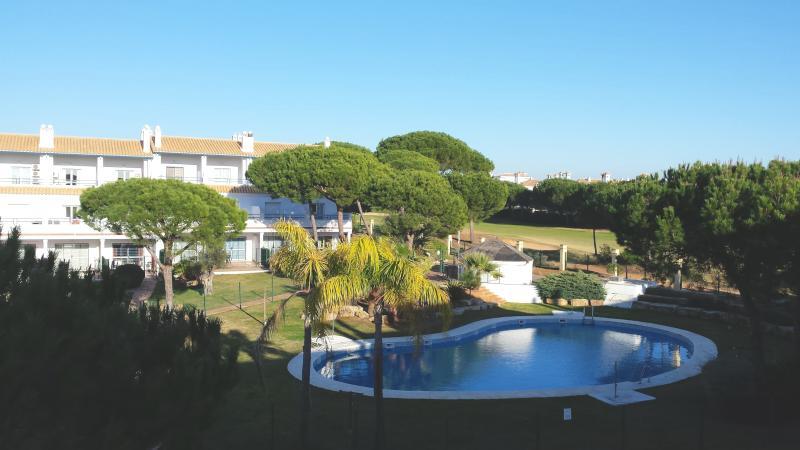 Zona de piscina de la urbanización