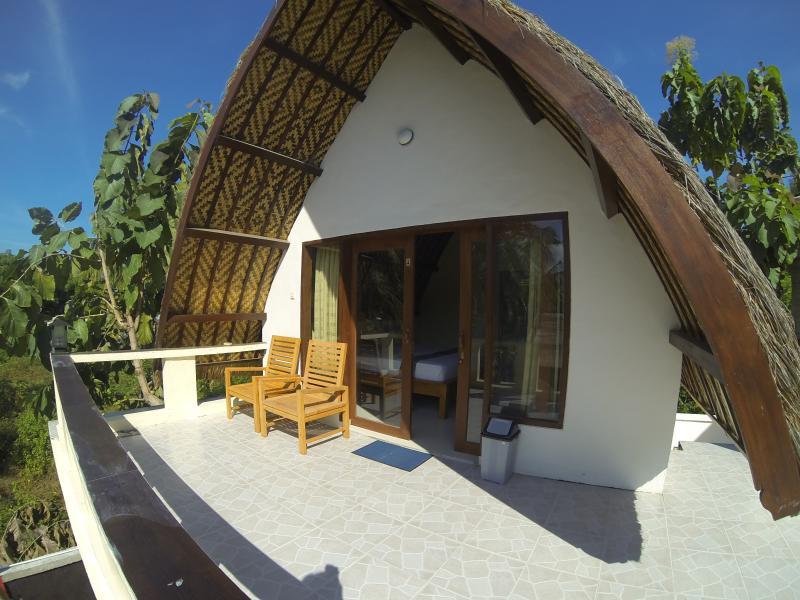 Superior Double Bed (Upstair). Pool & free wi-fi., holiday rental in Gili Trawangan