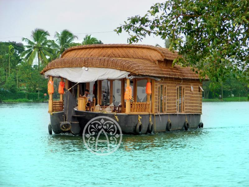 Ayana's - Luxury honeymoon houseboat in Kerala., holiday rental in Alappuzha